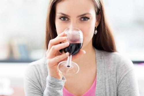 Ubij wino by poprawić jego smak.