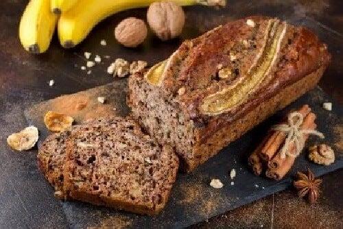 Placek bananowy z cynamonem – zdrowa przekąska!