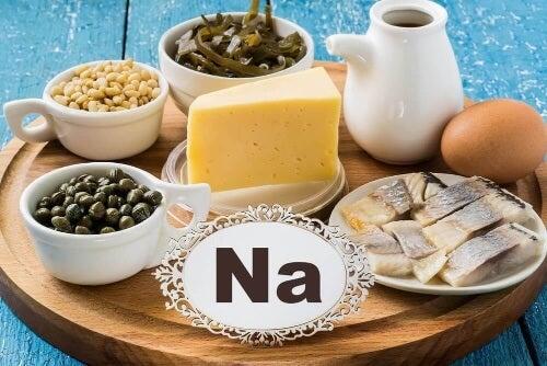 Jedz jak najczęściej produkty bogate w sód.