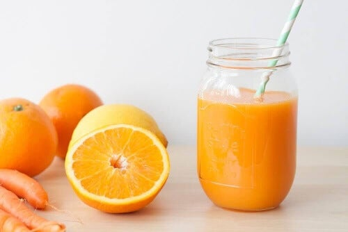 Użyj butelki by przygotować sok pomarańczowy!