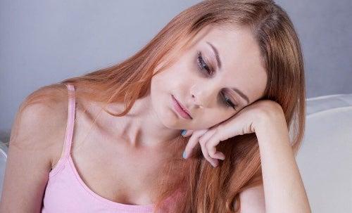 Przyczyny wypadania włosów leżą często w niedoborach witamin i minerałów.