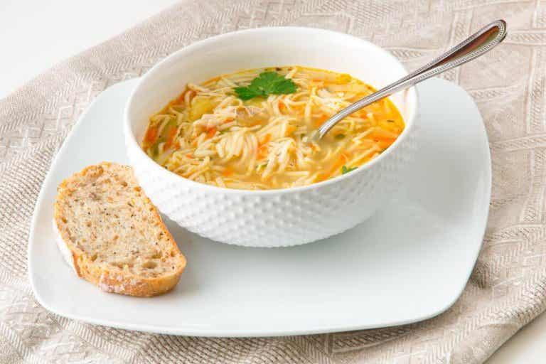 Zupa z makaronem - prosty i szybki przepis