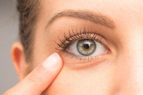 Zabiegi domowe na podkrążone oczy