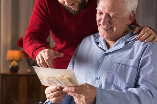 Pomaganie starszej osobie