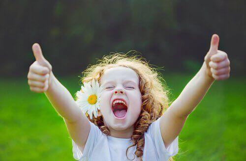 dziecko szczęśiwe stokrotka