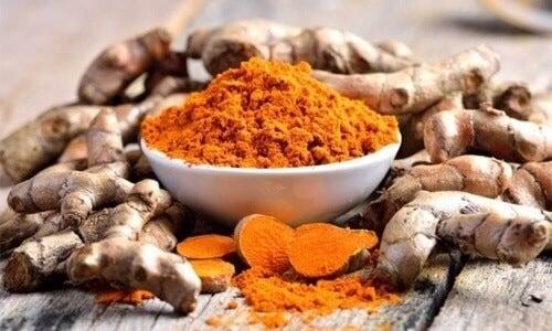 Zatrucie rtęcią można leczyć naturalnie, na przykład kurkumą.