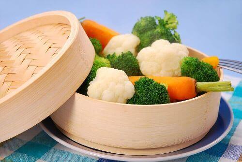 Gotowanie na parze: niskokaloryczna potrawa