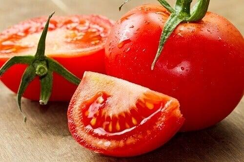 Świeże pomidory na zaburzenia krążenia krwi w nogach