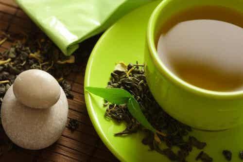 Zielona herbata pomaga schudnąć - prawda czy mit