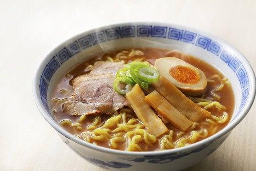 Zupa ramen z kurczaka – poznaj japoński przepis