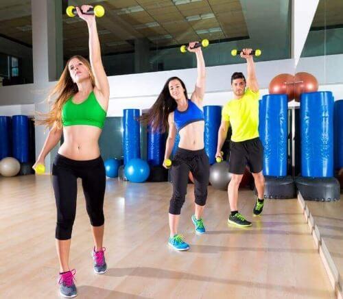 Szczupłe biodra – 7 ćwiczeń i zabiegów