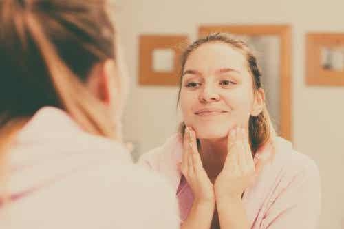 Czyszczenie skóry - 5 wskazówek, jak robić to prawidłowo