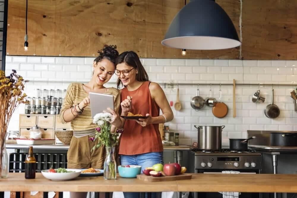 Dwie kobiety w kuchni