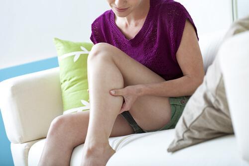 Wykonuj regularny masaż poprawiający krążenie krwi.