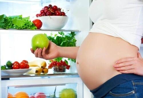 Dieta przyszłej mamy – co jeść w ciąży?