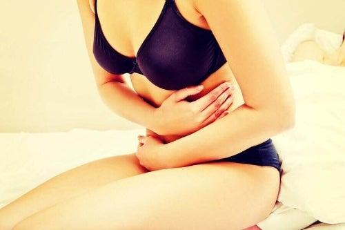 Nietolerancja laktozy objawia się przykrymi dolegliwościami ze strony układu pokarmowego.