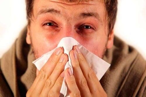 Podstawowe szczepienia warto powtarzać – te na grypę można odnawiać co roku.