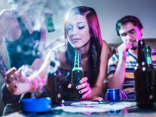 Nastolatka na imprezie