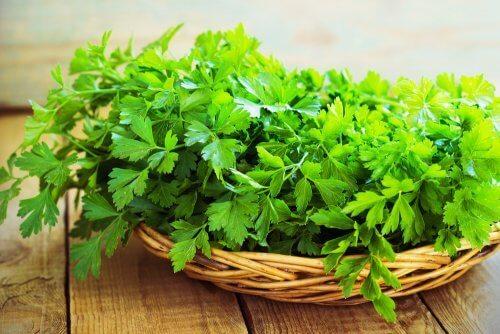 Zdrowe warzywa - natka pietruszki