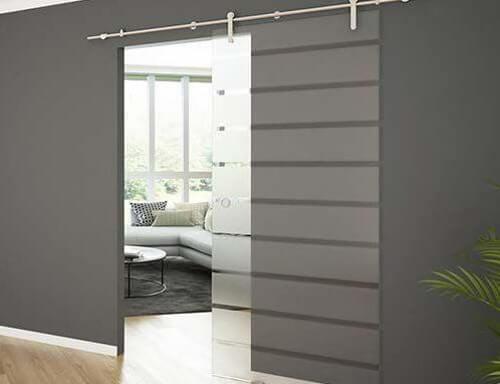Dekoracja wnętrz - szklane drzwi