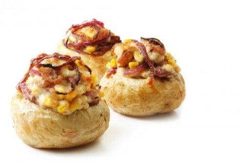 Faszerowane pieczone ziemniaki – pomysł na obiad