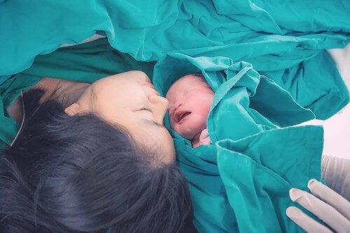 Matka i dziecko - poród naturalny.