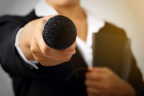 Przed mikrofonem