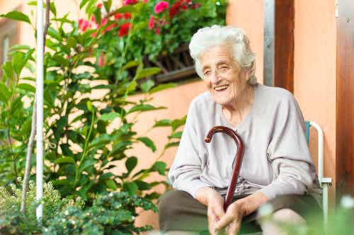 Starsza osoba i poważna choroba - 6 wskazówek, jak jej pomóc