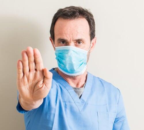 Lekarz w masce
