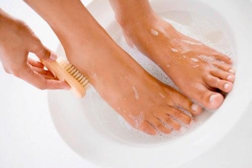 Używaj mydła antybakteryjnego.