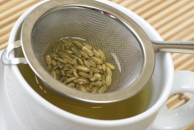 Napar z nasion kopru włoskiego a kolka u noworodka
