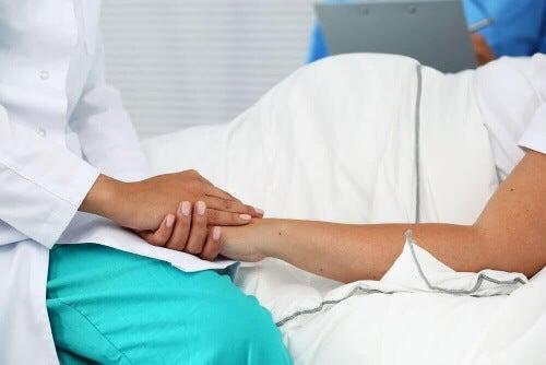 Poród naturalny po cesarskim cięciu nie jest rekomendowany jeśli kobieta musi przyjmować oksytocynę.