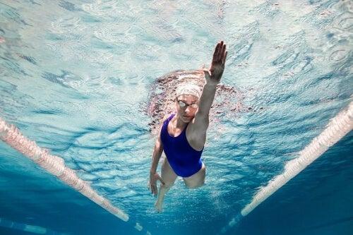 Korzyści z pływania – 5 psychologicznych zalet