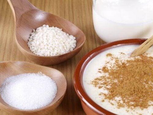 Łatwy, pyszny i pożywny pudding ryżowy