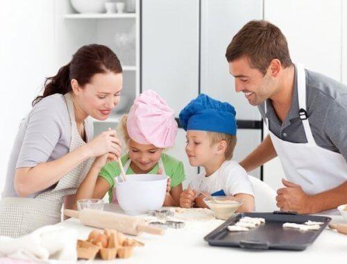 Rodzinną przygodę z gotowaniem i pieczeniem warto zacząć od prostego i szybkiego przepisu.