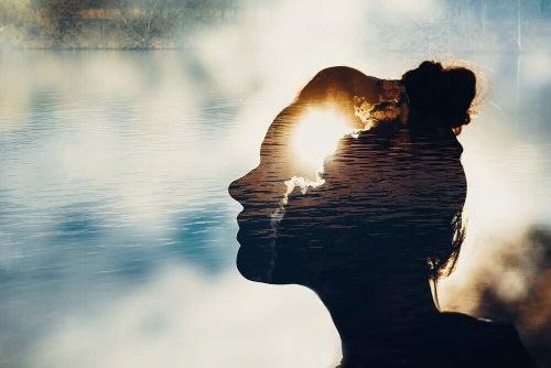 Panowanie nad emocjami wymaga umiejętności pełnego skupienia na wybranej kwestii.