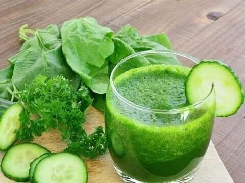 Zielone smoothie niekoniecznie mają działanie odchudzające.