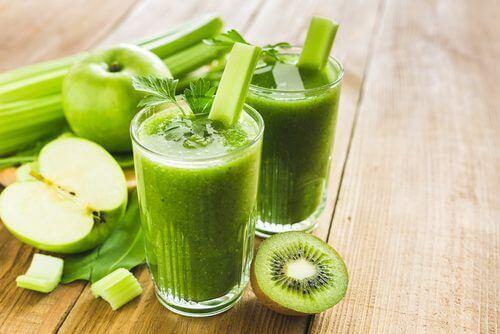Koktajle owocowo-warzywne faktycznie są bardzo zdrowe.