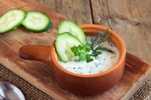 Pasztet warzywny w wersji wegańskiej łatwo przygotujesz z ogórka.