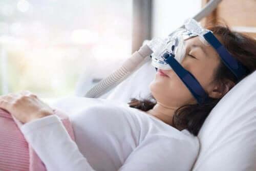Uporczywy bezdech senny – objawy i leczenie