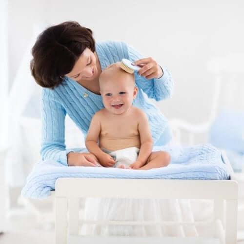 Włosy dziecka - jak o nie prawidłowo zadbać?