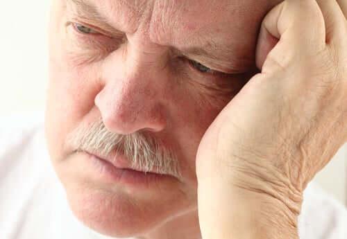 starszy człowiek demencja starcza