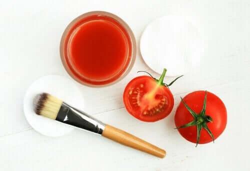 maseczka z pomidora - eliminacja zaskórników