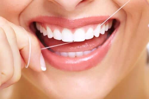 Zdrowe zęby muszą być regularnie czyszczone