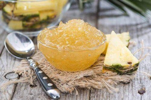Galaretka domowej roboty z ananasa