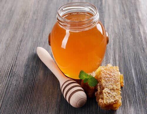Naturalny miód pomoże złagodzić oparzenia
