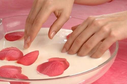 Pielęgnacja dłoni i stóp – niezbędne zabiegi