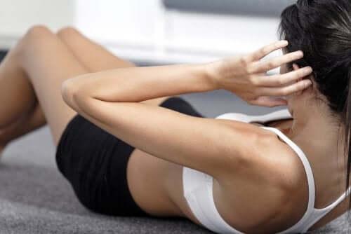 Szybkie ćwiczenia na brzuch w 10 minut