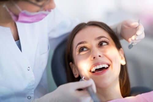 Zdrowe zęby - 5 nawyków, które pomogą Ci o nie zadbać