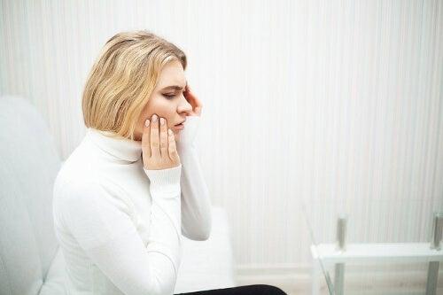 Ból zęba u kobiety